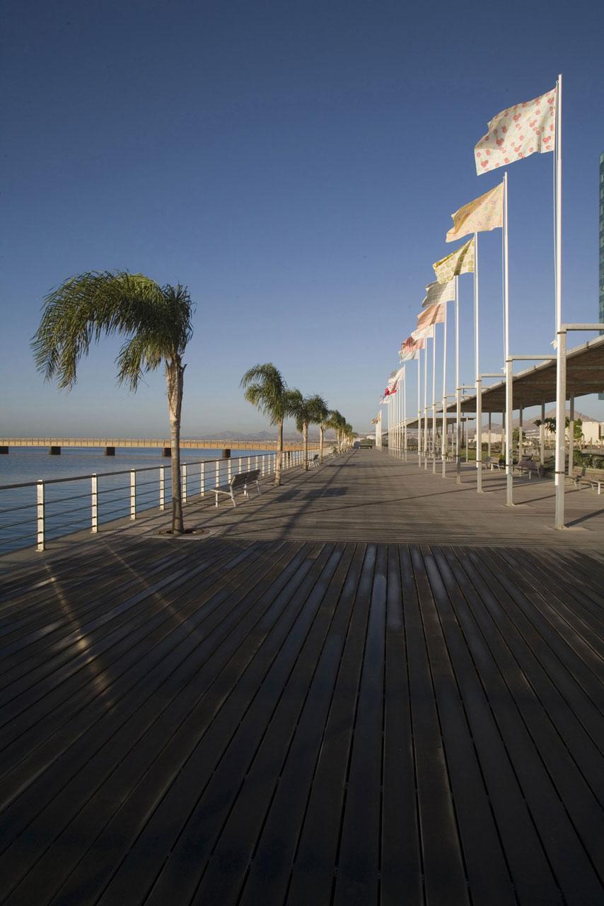 Instalación Nacionalismo doméstico de Mateo Maté en la I Bienal de Arquitectura, Arte y paisaje de Canarias 2006